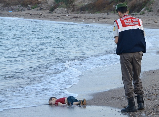 The lifeless body of Aylan washed ashore.